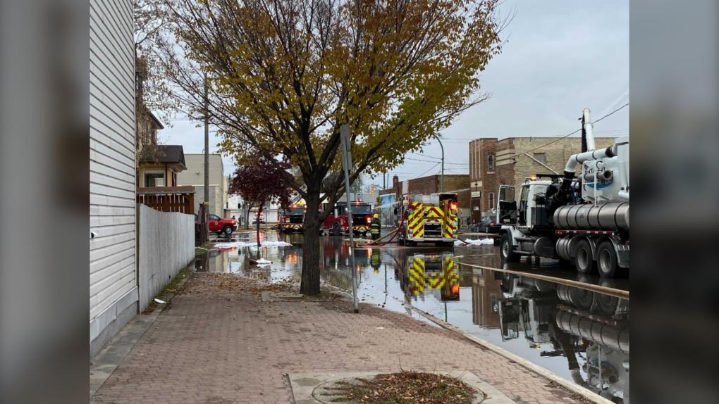 Parte de Main cerró el domingo por la mañana debido a un incendio en el edificio 800. (Fuente de la imagen: Zachary Kitchen / CTV News)