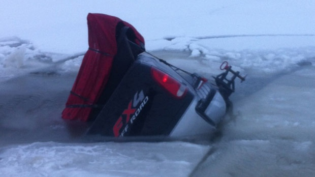 Father rescues daughter from truck as it sinks into icy for Lake winnipeg fishing