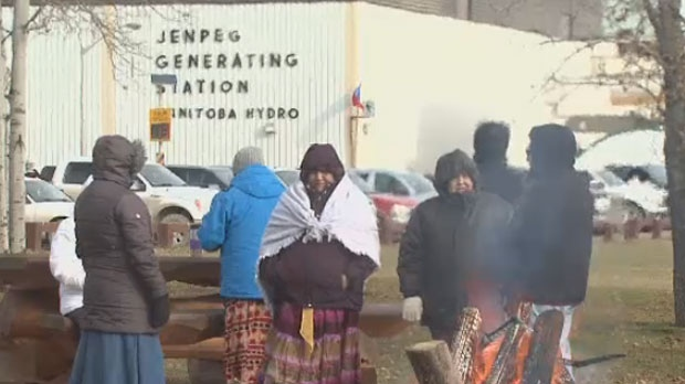 Hundreds of protesters from the First Nation north of Lake Winnipeg marched to the hydro dam on Oct. 16. (file image)