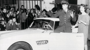 Elvis Presley with his BMW 507 (BMW group AG)