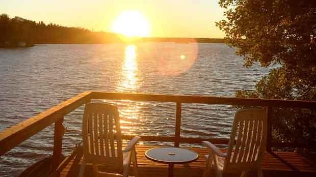 Enjoying a beautiful sunset at Lee River. Photo by Lynda and Andy Raible.