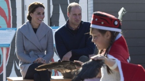 The Duke and Duchess of Cambridge watch young dancers perform in Carcross, Yk, Wednesday, Sept 28, 2016. (Source: Jonathan Hayward/The Canadian Press)
