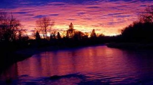 Sunset on the Swan River at Legion Park. Photo by Edwin Crook.