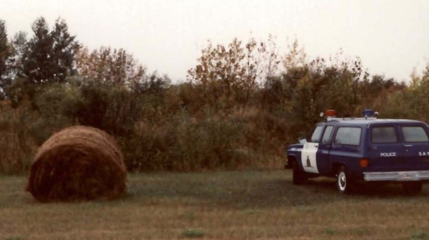 Officers investigate after human remains were discovered by a farmer in August of 1990 in a hay field near Faulkner, Man. (image courtesy RCMP historical case unit)